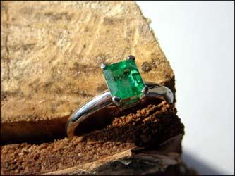 Ring 950/- Platin mit Smaragd aus Kolumbien.