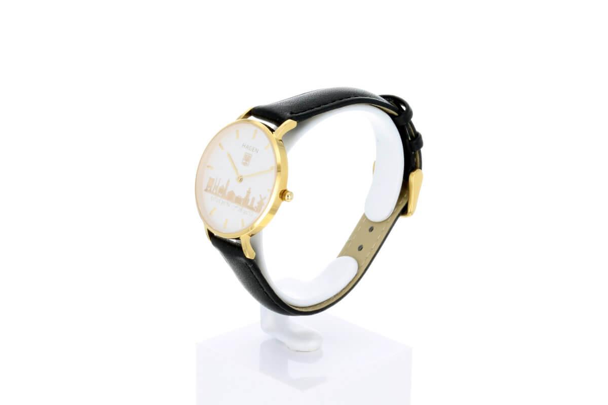 Hagen Uhr HagenUhr32LBS mit vergoldetem Edelstahlgehäuse in 32mm Durchmesser mit schwarzem Lederarmband - Seitliche Ansicht von Vorn - schön zu sehen das weiße Ziffernblatt mit den vergoldeten Ornamenten