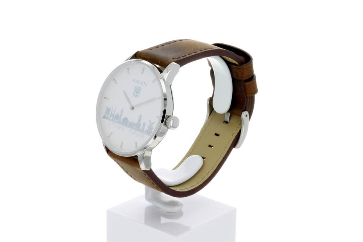 Hagen Uhr HagenUhr43LBB mit Edelstahlgehäuse und braunem Naturlederarmband - Gesamtansicht leicht geneigt so das Armband und Ziffernblatt gut zu sehen ist