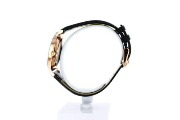 Hagen Uhr in der Ziffernblattansicht - Roségold vergoldet in 36mm Durchmesser mit schwarzem Lederarmband - rechts