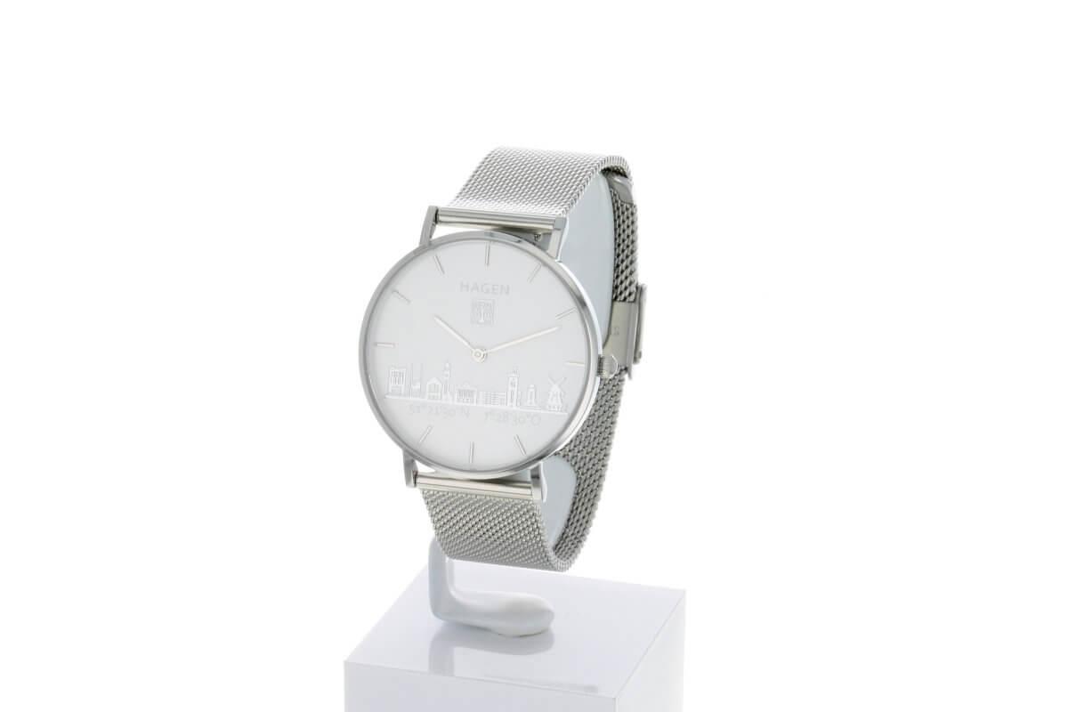 Hagen Uhr HagenUhr36MB in Edelstahloptik in 36mm Durchmesser mit Milanese Armband - Vorne leicht schräge Ansicht - gut zu sehen ist das Ziffernblatt