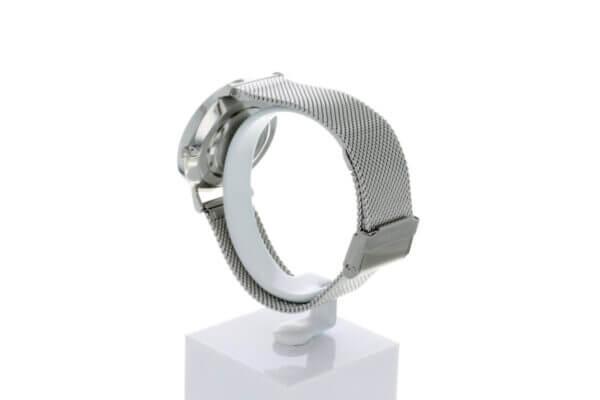 Hagen Uhr HagenUhr36MB in Edelstahloptik in 36mm Durchmesser mit Milanese Armband - Seiteliche Ansicht mit Details zur Schließe und dem Armband