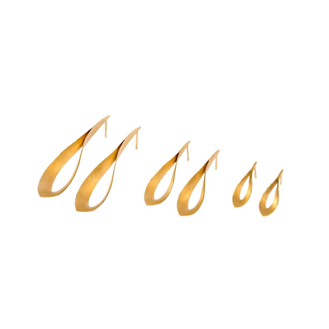 Jutta Ulland Flammenspiel Ohrringe in 750 Gold in allen drei Größen nebeneinander
