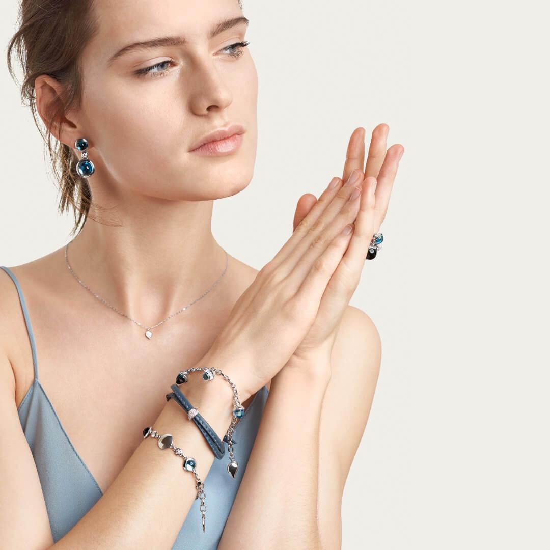 Tamara Comolli Tamara Comolli Tamara Comolli B-BOU-Sky-Cl-wg Modell trägt verschiedene Modelle der Bouton Kollektion