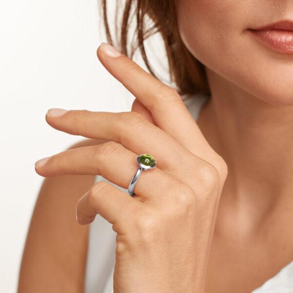 Tamara Comolli BOUTON Ring mit grünem Peridot besetzt